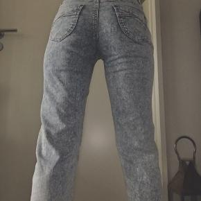 Fede mom ish jeans, fitter en L 👖