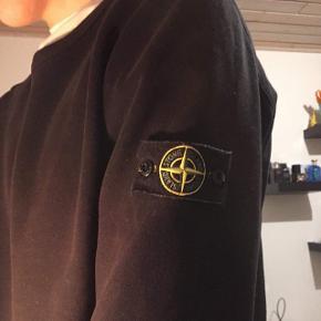 Sælgers for min kæreste Kommer fra et røgfrit hjem    Stone Island trøje  Cond 8  Str. XL  Mp 800kr  800kr