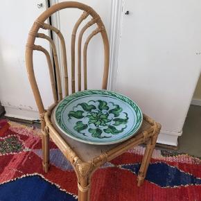 Smukkeste vintage keramik-fad til frugt, salater eller blot til pynt. Næsten 100 år gammelt, ingen ridser, skår eller mærker.