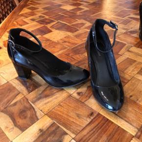 Chaussures noires vernies T 38