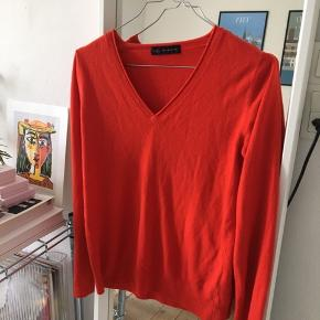 Sweater i verdens blødeste materiale! Så lækker at have på!!! Købt vintage❤️ passes af s-l afhængig af ønsket fit