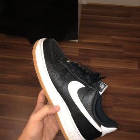 Nike Air Force Kom med bud