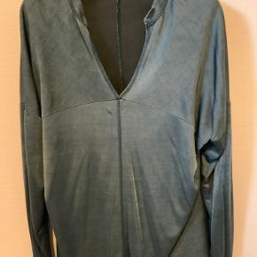 Rabens Saloner oversize bluse i petroleums grøn.  Str. S, står der i den, passer også str. M. Måler over brystet 59 cm. Ryglængde 71 cm. Brugt få gange.