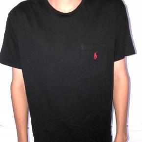 Super fin t-shirt. Fejler ingen ting. Er højest brugt 3 gange.  Skriv for mere info eller flere billeder