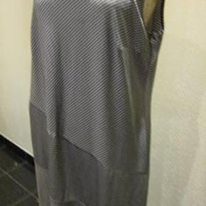 Siedlecka Style kjole str 48 Bm 2x57 cm Længde 103 cm - viskose - med stræk - 80 kr plus porto Sort og hvid stribet (m8493)  #Secondchancesummer