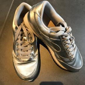 Fede sølv Sneakers fra H&M str 37Brugt 1 gang