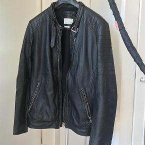 Varetype: Jakke Farve: Sort Oprindelig købspris: 1500 kr.  Leather (Lamb)