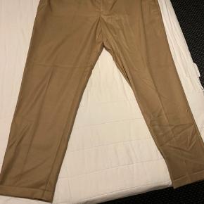 Helt nye rigtig fine ZARA bukser. Byd endelig