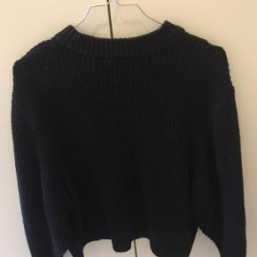Super lækker sweater fra Monki. Den er lille i størrelsen🌸