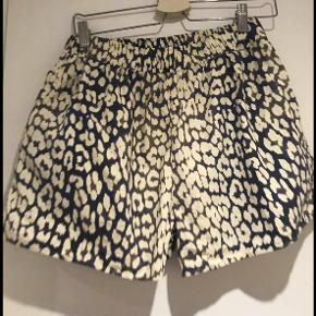 Ganni Shorts, Næsten som ny. Odense - Ganni's leopard shorts bytter ikke. Ganni Shorts, Odense. Næsten som ny, Brugt og vasket et par gange men uden mærker eller skader
