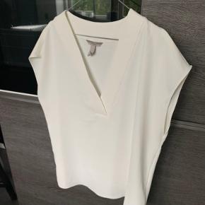 Hvid skjorte fra hm. Aldrig været brugt