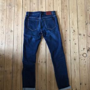2 par jeans i str. 33/34 og 33/36 - Samsøe & Samsøe (33/34). Er brugt  - Gino Marcello (33/36). Ubrugt.  Samlet pris: 150 kr Hver for sig: 100 kr