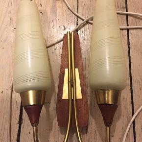 Retro væglampe sælges. Med brugsspor/patina.