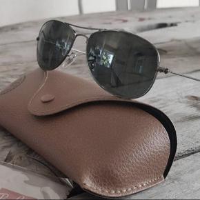 Fede solbriller fra RayBan, model Cockpit RB3362 56, aldrig brugt, etui medfølger. Nypris 1399