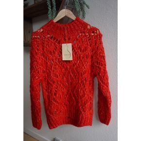 Stine Goya Alex Sweater fra den nyeste kollektion PF19. Helt ny med prismærke - aldrig brugt.  Str. XS (fitter XS/S). Nypris: 1.800,-
