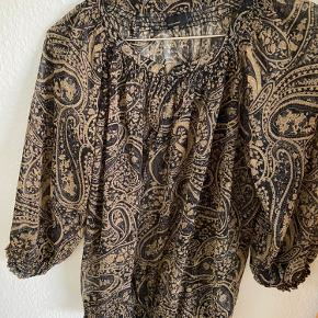 Denne fine bluse er lille i størrelsen!   #GøhlerSellout