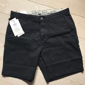 1 par sorte shorts med let stræk, super behagelige at gå i.  Fra ikke-ryger hjem
