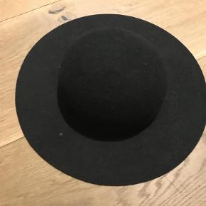 Varetype: Hat Størrelse: 56 Farve: Sort  Klassisk hat fra H&M i uld, str. 56