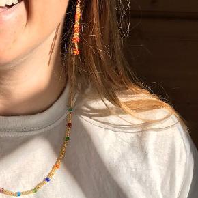 PHIA håndlavede smykker✨ guld perlekæde med regnbuefarvet sten Øreringene findes i forskellige farver - 89 kr
