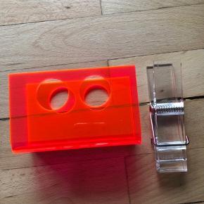 Fine akrylsager fra Nomess Copenhagen. Brevholder og stor klips sælges samlet for 75 kr.