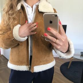 Sælger denne lækre jakke fra Zara, det er en str M, men kan også passes af str S