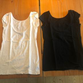 H&M basis t-shirts sort og hvid. Str. XS.  Køb dem begge for 50 kr.