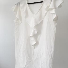 Hvid top, aldrig brugt.   #30dayssellout