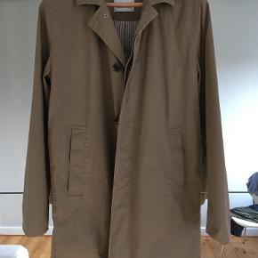 Lækker forårs/sommer frakke fra samsø og samsø i farven beige. Den er aldrig brugt. førpris 1400kr. Jeg bor på amager. Kontakt mig evt på sms. 28454903. mvh Henrik
