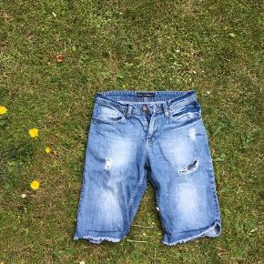 Just junkies shorts med distressing. Fitter 170-180 cm høj perfekt.   #Secondchancesummer