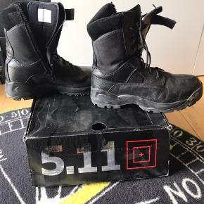 """5.11 Tactical - A. T. A. C. 8"""" Side Zip  Støvlerne har været brugt 3 gange. Trænger til en klud Str 45 Byd endelig!  Sat til salg flere steder"""