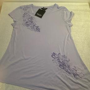 Vera Wang t-shirt