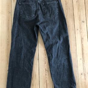 Wide legs jeans str. 27/26. Høj i taljen og sidder super flot.