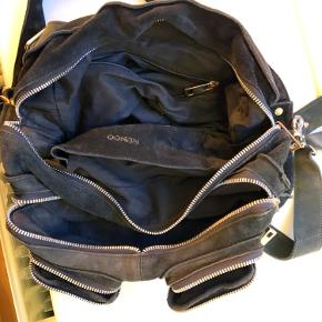 Nunoo taske i stilen Alimakka. Godt brugt og har ingen skader. :-)