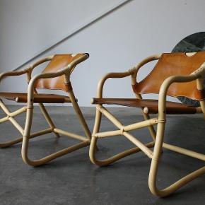 Et par lænestole i bambus og cognac farvet kernelæder. Vintage IKEA. Står i flot stand.  Pris 3800,- samlet.  Kan leveres i hele landet. Retro. Skandinavisk design. Armstol. Karin mobring. Per olof scotte.