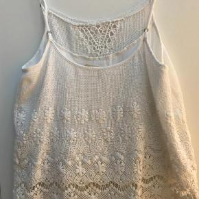 Varetype: Strop Størrelse: 2 Farve: Hvid  Super fin i skønneste odd Molly stil.  238 inkl og handel via mobilepay