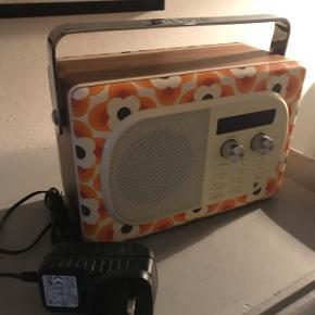 Pure-radio. Aldrig brugt. Kræver adapter.