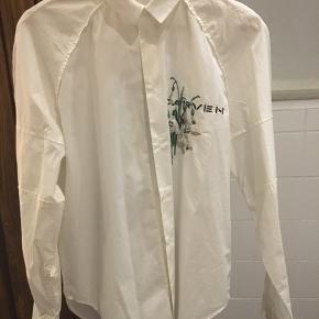 #30dayssellout #carven  Carven Poplin skjorte i str. 40 - svarer til M/L Stand: 10/10  Kan også afhentes i Kbh