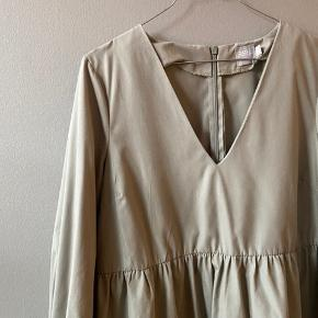 Fin kjole / tunika fra ASOS i olivengrøn str. 40 (men lille).