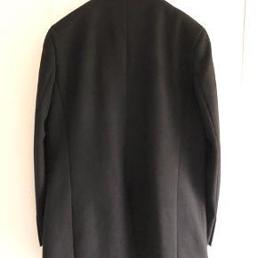 Matinique Malto Frakke  Sort i størrelse Large (L)  Pasform: Regular fit Sammensætning : 50% Uld, 40% Polyester, 10% Andre fibre For: 100% Polyester