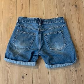Fede denim shorts, aldrig brugt og fremstår som ny! Vil også mene de fitter en S🌸