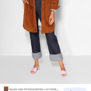 Smuk jakke fra vinter 2019.  Brugt sparsomt, og derfor i rigtig god stand.
