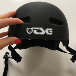 TSG evolution solid cykelhjelm. Brugt én gang.  Str. S/M (54-56), justébare puder, købt okt. 2016. Bon haves. Nypris 450,-