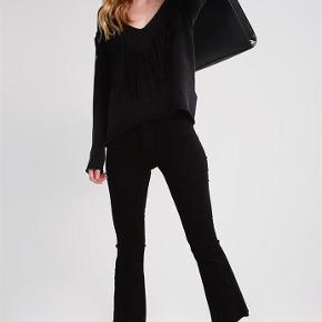 """Brand: 2nd one Varetype: Janelle, Jeans Størrelse: 27"""" Farve: Sort Oprindelig købspris: 699 kr.  Super lækre og blød jeans fra 2nd one.  Brugt en håndfuld gange.   Mp 150 pp og evt ts gebyr. Jeg bytter ikke."""