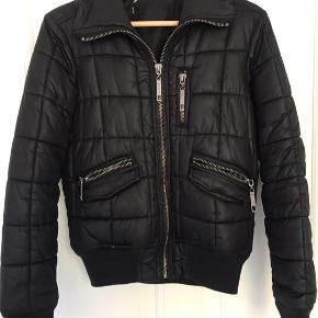 Fed vateret jakke fra only Str S