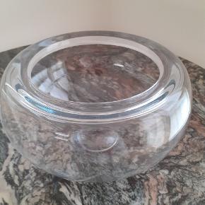 Holmegaard  Provence skåll i klar glas, dia. 25 cm. Design: Per Lütken  Nogle små ridser i kanten og bunden, derfor kategorien 'god, men brugt'.