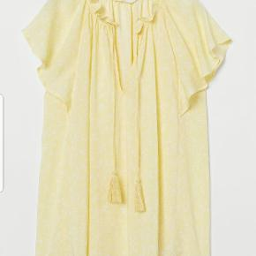 Flot bluse fra H&M, str 38. Aldrig brugt stadig med tags