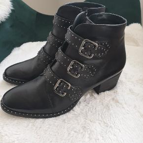 De smukkeste støvler fra Paul Green. Desværre købt hjem fra Tyskland i den forkerte størrelse.. Nypris: 1400,-