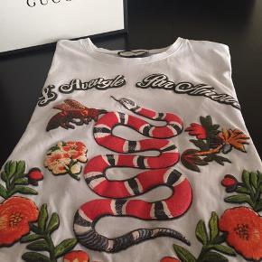 Fed Gucci t-shirt brugt få gange str. Xl ( lille i str. ) svarer til en L  Original Gucci æske medfølger