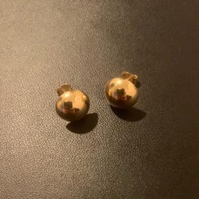 8 karat ørestikker Halv kugler 1 cm diameter  Er som nye  Ny pris: 1495,-