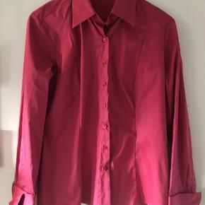Lækker smuk Silke, Viskose skjorte. Nypris 1700,-